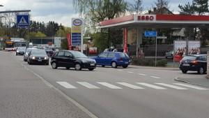 Kreuzung mit möglicher Einfahrt Seniorenzentrum und Esso durch ein Kreisverkehr_ohne Beschriftung